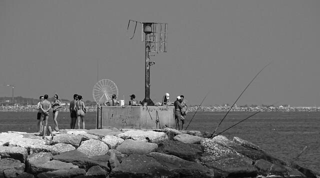 Fishing, chatting, tanning #2 ovvero una persona in più e una in meno