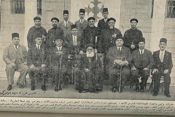 الأرشيدياكون حبيب جرجس في صورة تذكارية مع زملائه خريجي الكلية الإكليريكية