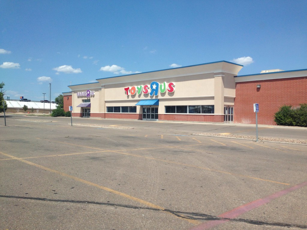 Former Toys R Us Toys R Us Opened In 1987 And Closed In 20 Flickr