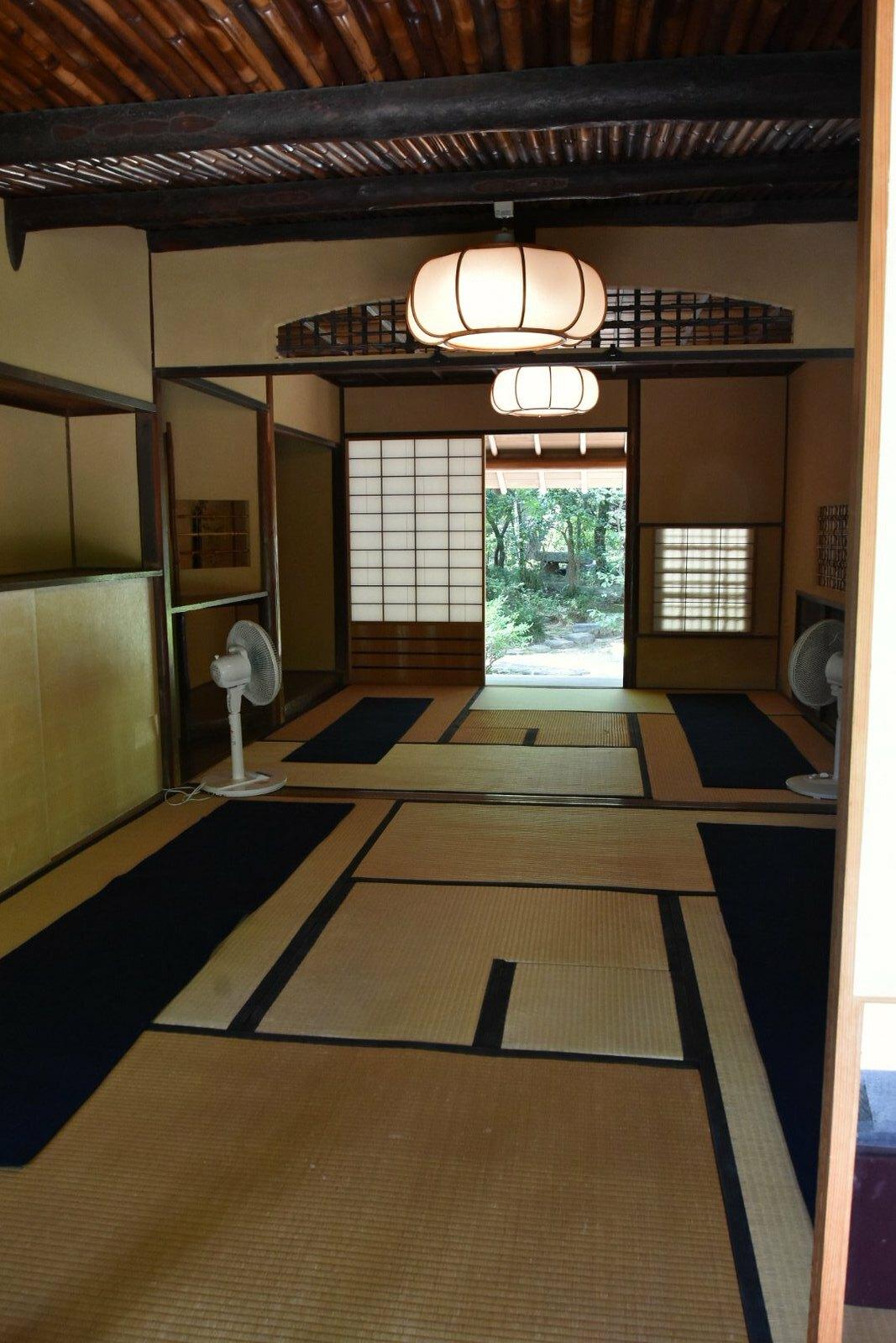 Takamatsu, Ritsurin-kôen - intérieur du salon de thé