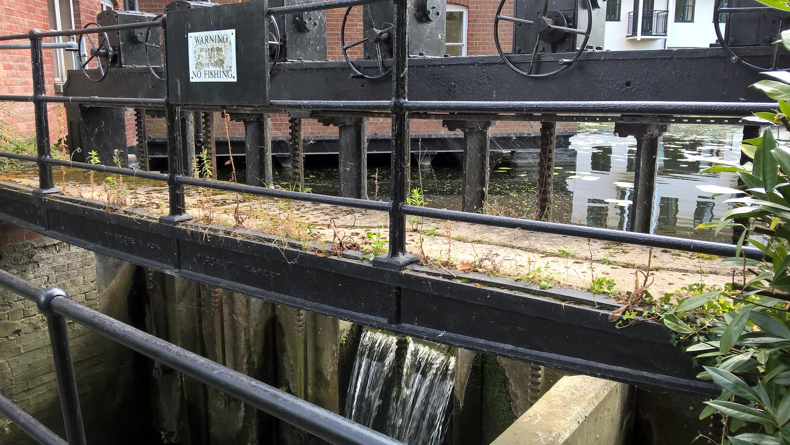 The lock at Dedham by t'Mill