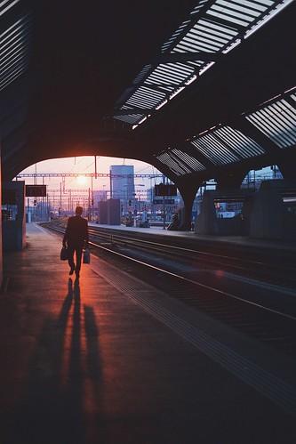 silhouette tracks redsun zug feierabend sonnenuntergang sunset hauptbahnhof hb zürich switzerland