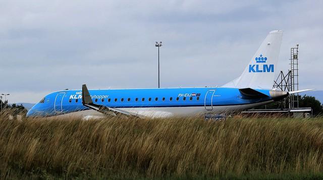 PH-EXJ KLM EMBRAER ERJ-175 NEWCASTLE AIRPORT