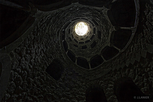 Puits initiatique de Quinta da Regaleira, Sintra (Portugal) | by Lanarius
