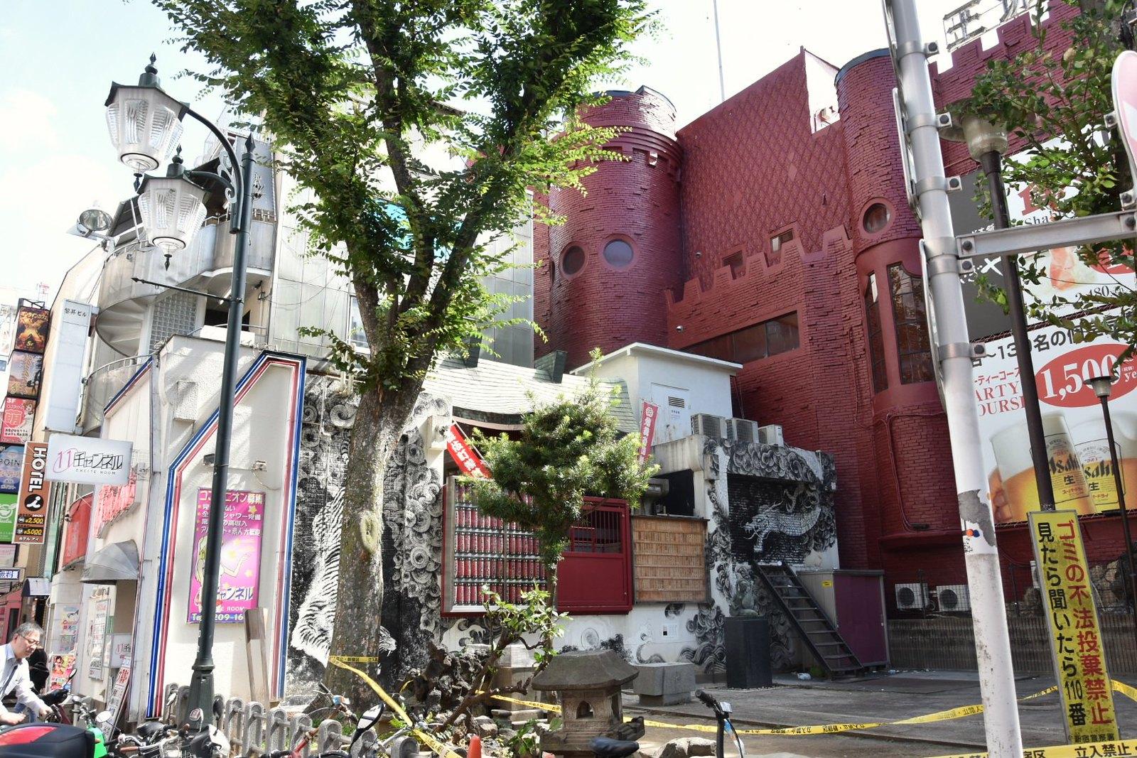 Shinjuku - Kabuki-cho et l'un des premiers love hotels du Japon en forme de chateau