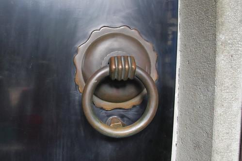 china landscape scenery travel brown 杭州 buildings 門環 knocker hand circle copper door black art