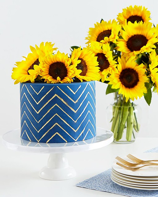 Sweet Bloom Sunflower Cake