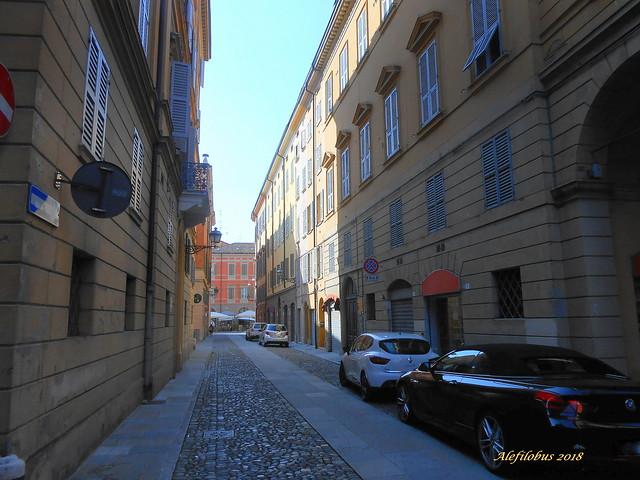centro storico Modena - via Fonteraso verso l.go S. Giorgio