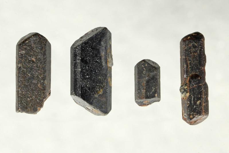 セリウム褐簾石 / Allanite-(Ce)