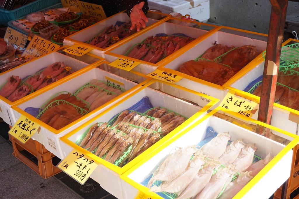 輪島朝市に並ぶ胃海産物
