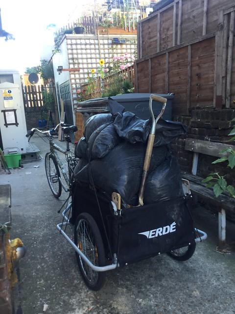 Stuff I carry on my bike - horse manure 18-09-16 (01)