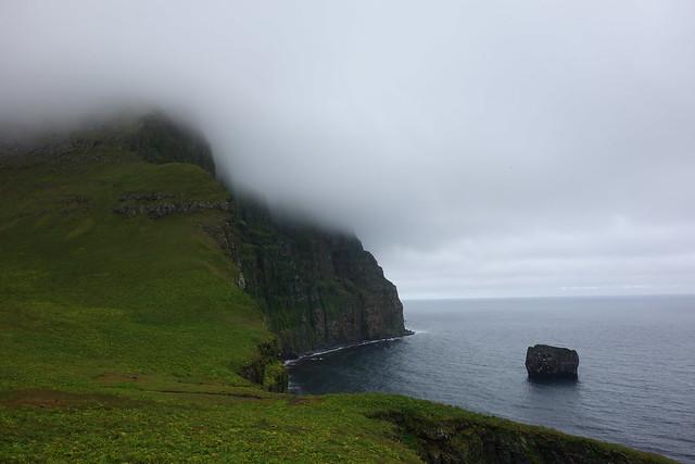 Hvannadalur with Hvannadalstindur straight ahead. The lone cliff is called Súlnastapi.