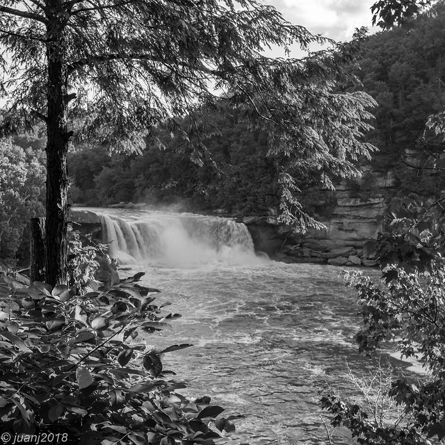 Falls at Cumberland Falls State Park, KY (Black and White Version)