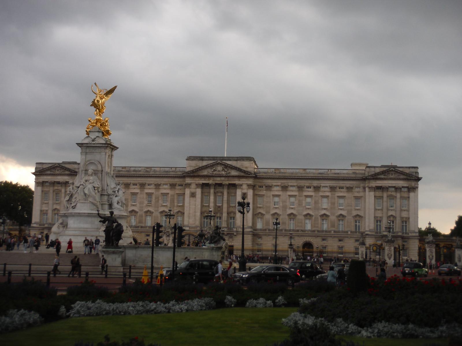 Buck Palace SWC Short Walk 19 - Royal Parks