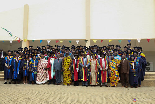 A group photograph of graduands; Chancellor, Dr. Sir. Sam Jonah; Chairman of Council, Mrs. Nancy O. C. Thompson; the Vice-Chancellor, Prof Joseph Ghartey Ampiah; the Registrar, Mr. John Kofi Nyan; Omanhen of Oguaa Traditional Area, Osabarima Kwesi Atta II; Director of Ghana Health Service,  DR. ANTHONY NSIAH-ASARE, and some other officials of the University of Cape Coast