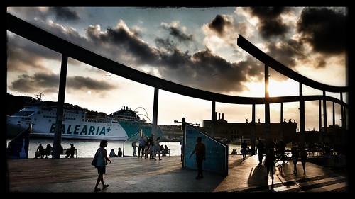 port bateau boat sunset coucherdesoleil barcelone ville sky nuage cloud