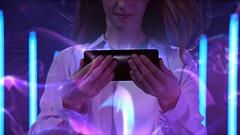 Xperia XZ3_Backhoriz_Lifestyle_Immersive viewing experience
