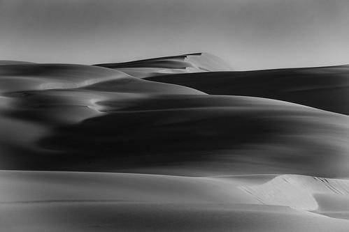 bobsfarm newsouthwales australia au stockton beach sand dune 5km tin city nsw bw black white sunrise dawn
