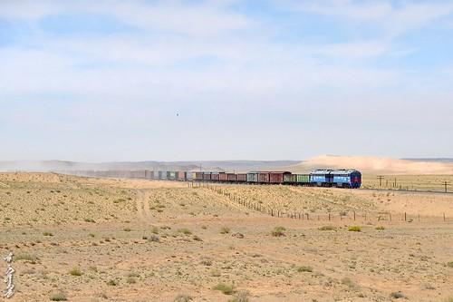 season spring sky sand dornogobi gobi trains trainspotting freighttrain locomotive landscape diesellocomotive ngc nikon nikondf natur nikkor 24120mm railway railfan 1520