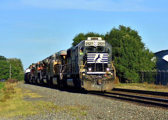 SD70 2527 leading 17N at Kendallville Indiana