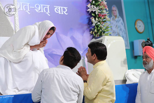 President, BJP Delhi Pradesh, Shri Manoj Tiwari, seeking blessings