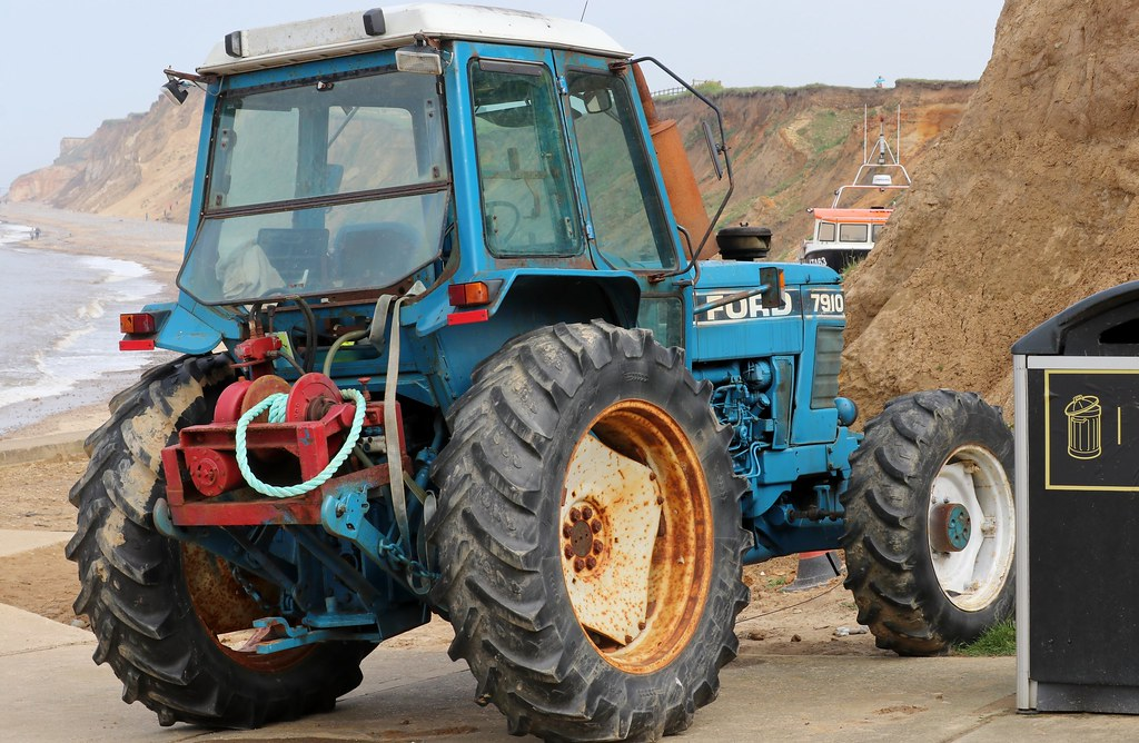 Ford 7910 4WD tractor (1) | With rear-mounted winch  Used on
