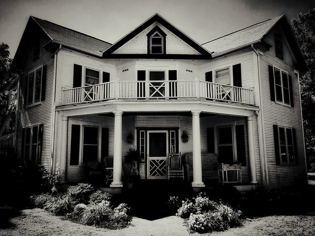 """A 1900 """"W"""" Style House"""