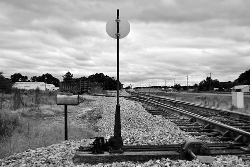 kg4vln nikon nikkorafs18140mm blackandwhite camminante railroad
