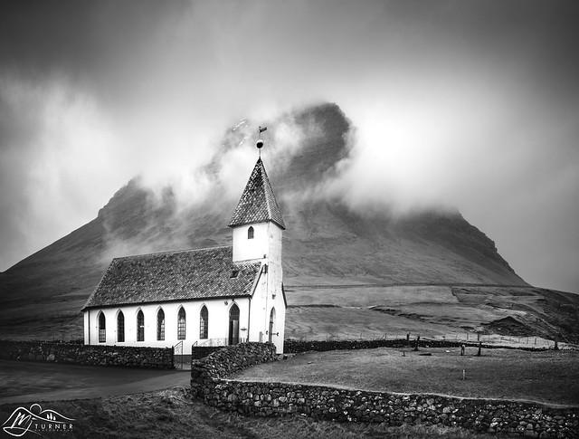 Viðareiðis Kirkja below Malinsfjall