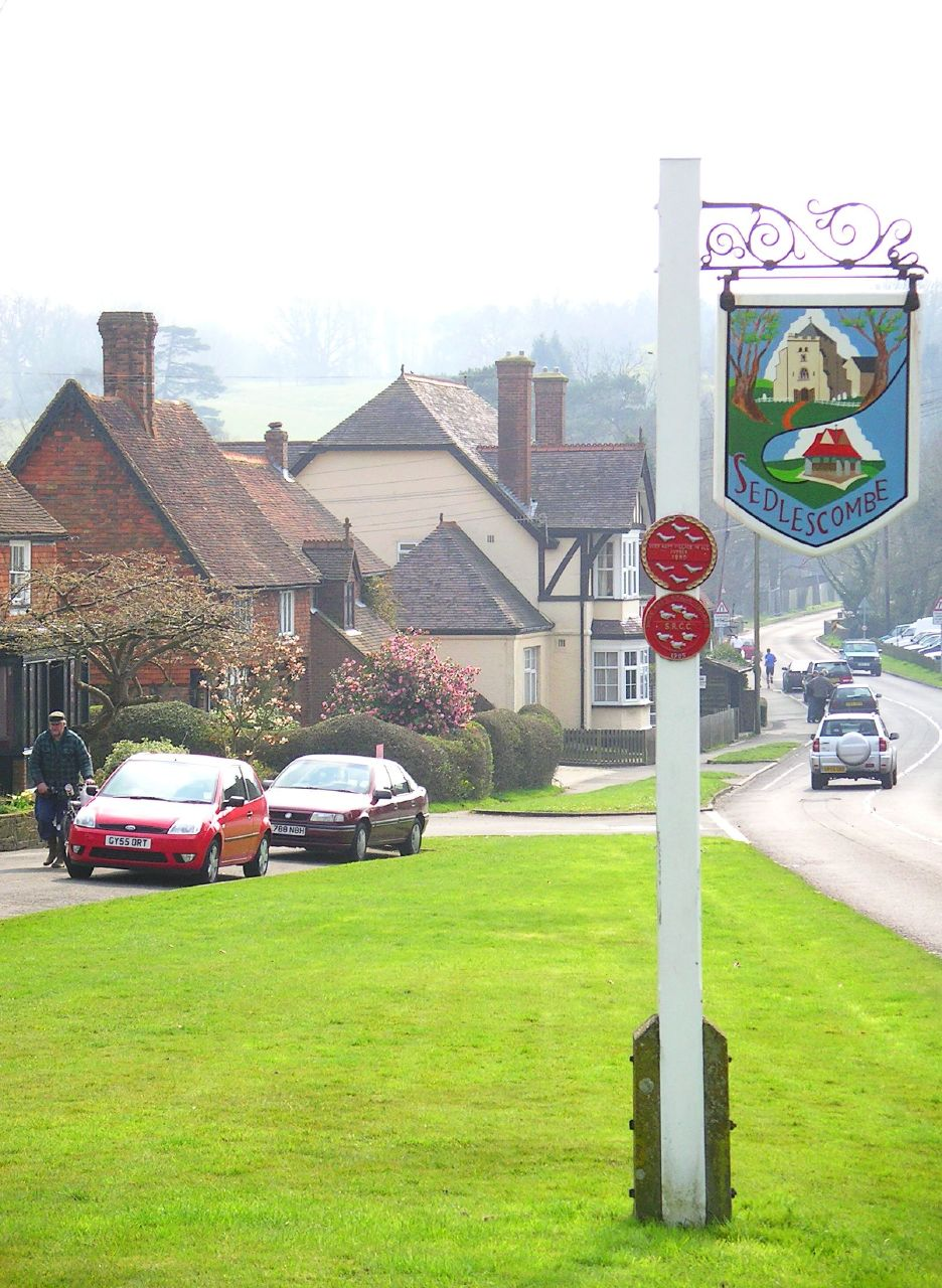 Book 2, Walk 20d, Robertsbridge to Battle 2 Sedlescombe - popular with motorists, 31March '07