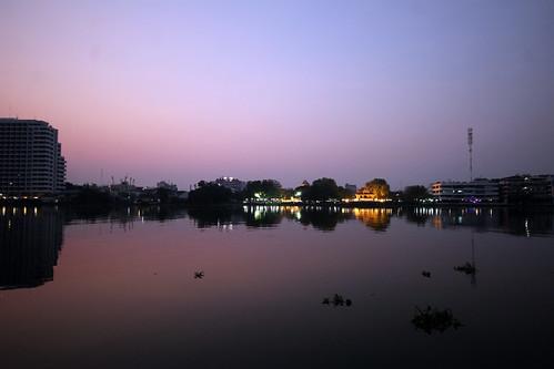 sunrise chao phraya river bangkok thailand