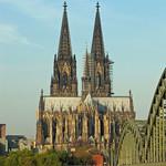 Blick auf den Kölner Dom von der Deutzer Rheinseite aus