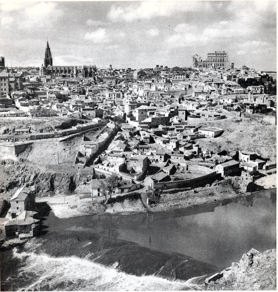 """Vista general de Toledo hacia 1950. Fotografía de Emmanuel Boudot-Lamotte publicada en el libro """"Espagne"""" de Maurice Legendre"""