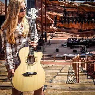 Eric Osmann Guitars - presenting my last #guitar build at #redrocksamphitheater before the #joebonamassa concert. . . . . . . #guitars #guitarbuilder #lutherie #guitarmaker #guitarshowcase #guitarluthier #guitarbuilding #guitarmaking #acousticguitar #hand