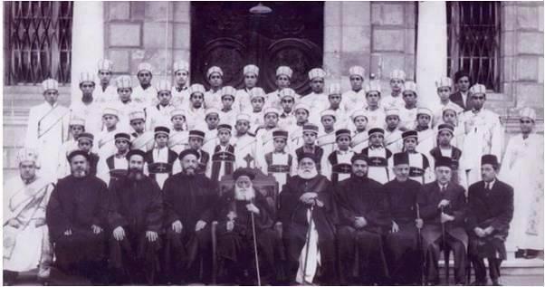 البابا يوأنس ال 19 والمعلم ميخائيل البتانوني رقم 3 من اليمين