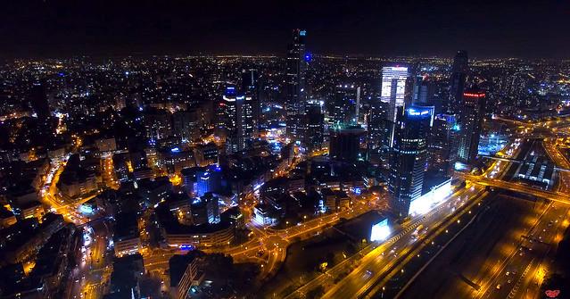 צילום של תל אביב   בלילה ישראל בניינים גורדי שחקים מגדלי יוקרה tel aviv at night  tall building israel