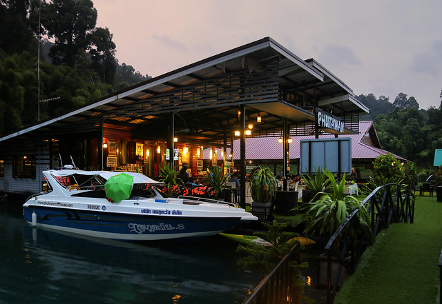 Phutawan Raft house in the early evening