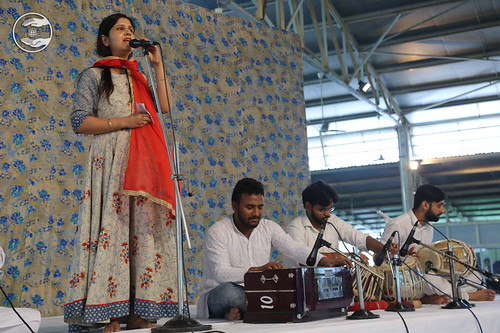 Devotional song by Vijeta Arora from Nirankari Colony, Delhi