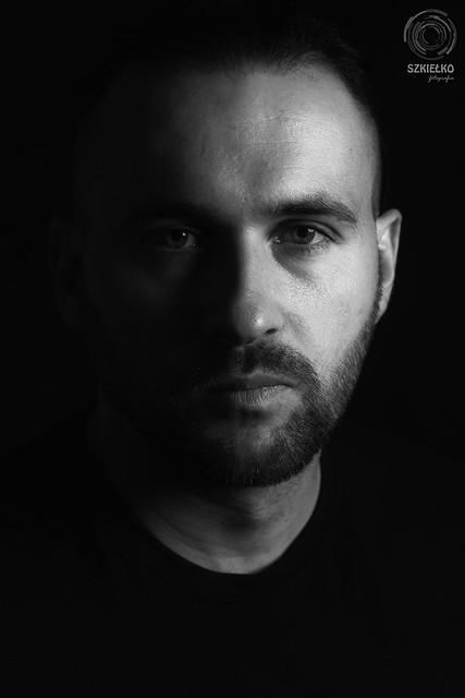 Piotr. Low-key