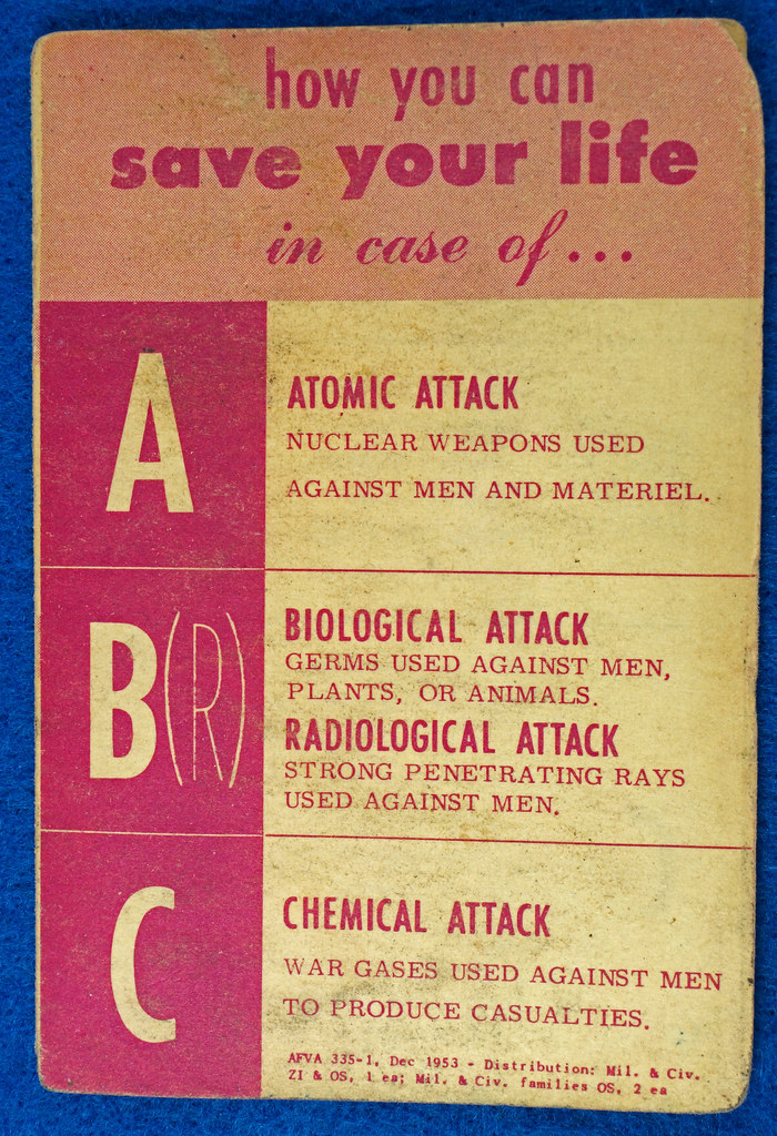 RD24430 1953 Cold War How to Save Your Life in case of Atomic, Biological Attack Pamplet DSC06896