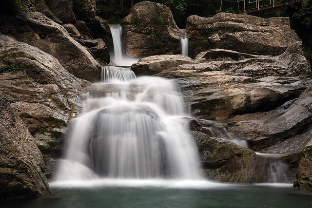 das Wasser rauscht im Walde