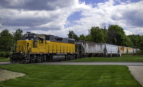 locomotive trains train mi michigan ada 2043 marquetterail mqt railroad grandrapidseastern gre gp382 gp38 emd
