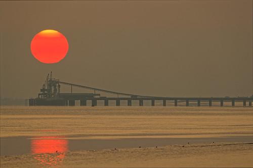 sunrise sun humber pier canon ef300mm 28 barrowonhumber north lincolnshire 2018 september atmosphere estuary