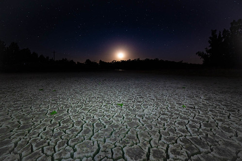 cattai newsouthwales australia au mud crack moon rise dry lagoon long neck sydney 14mm samyang longneck