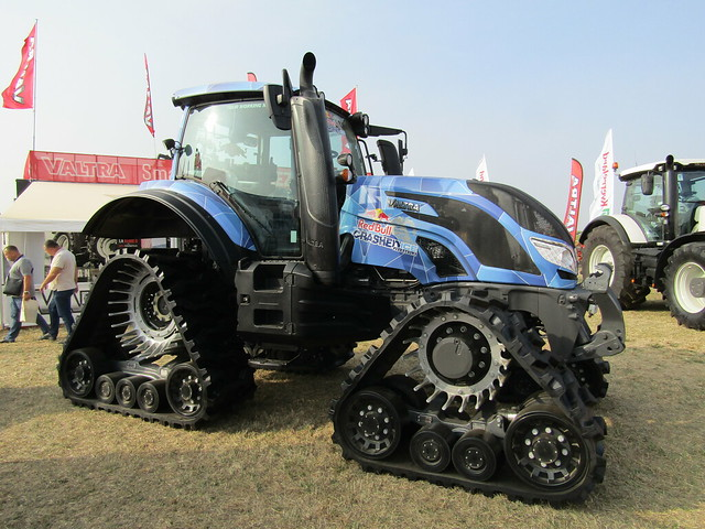 Valtra T234 - Red Bull Crashed Ice Challenge