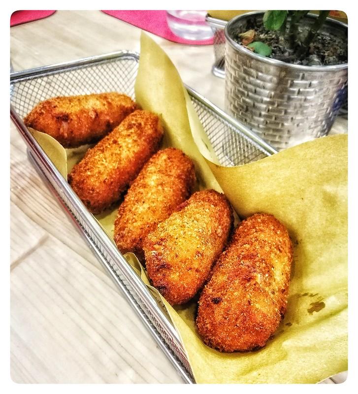 """""""Crocché"""" di patate, alla napoletana"""