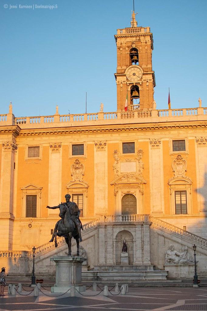 Capitoliumin aukiolla on kopio Marcus Aureliuksen ratsastajapatsaasta