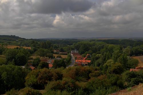 france hautsdefrance pasdecalais montreuilsurmer canon eos 7d efs 18200 lamadeleinesousmontreuil village paysage rue route nuage nuageux