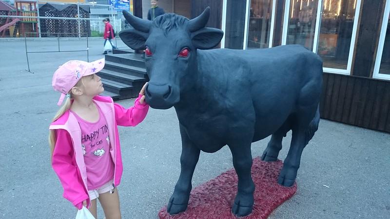 яна и корова