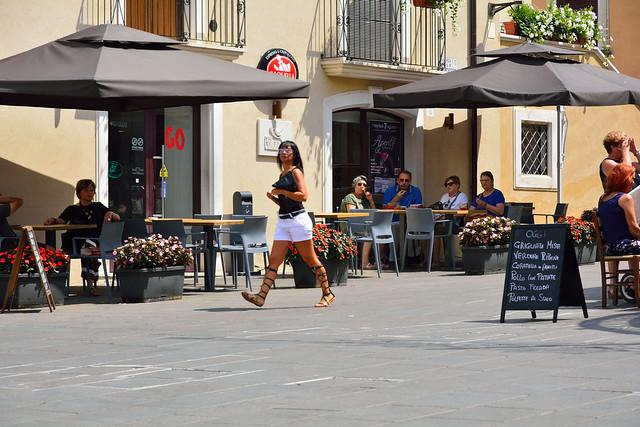 DSC_7467_4756- Little square with menu. Piazzetta nel centro storico.